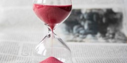 An image of an hourglass